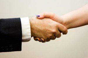 Пара заключает соглашение на алименты