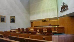 Внутри суда