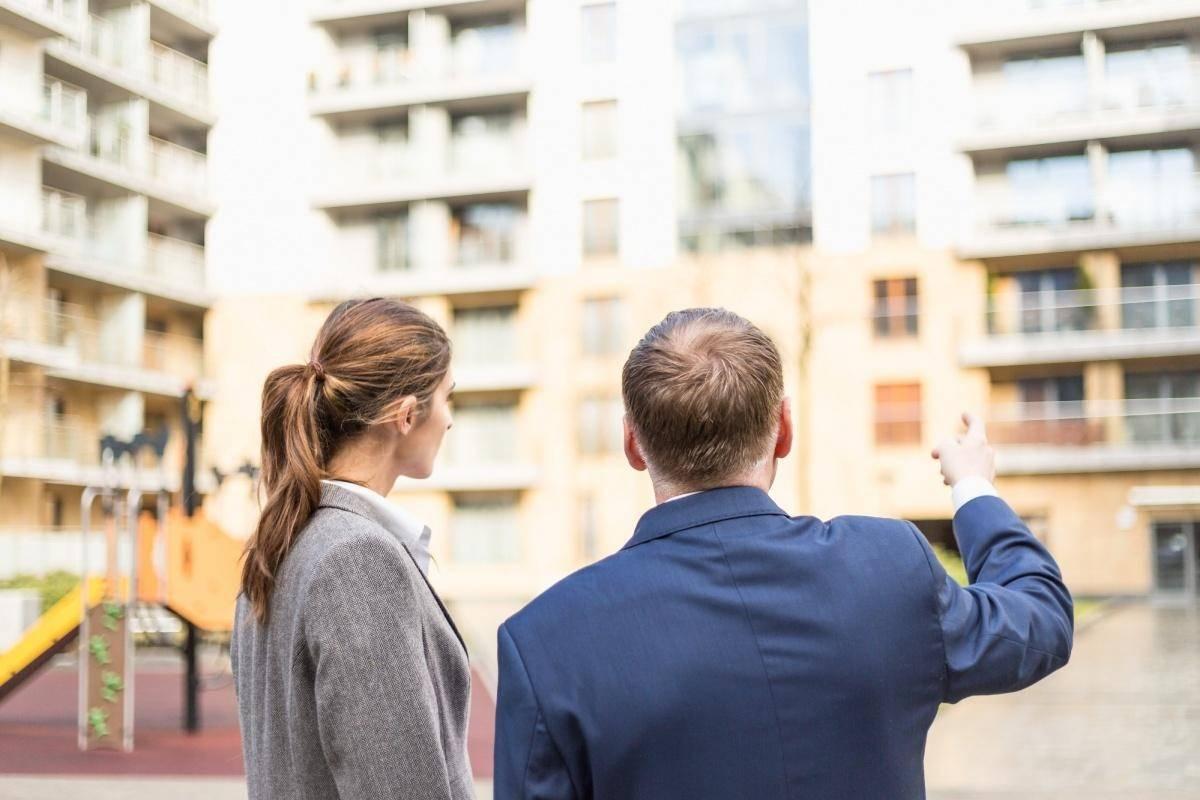 Важно знать при покупке квартиры в новостройке: какие документы нужны от застройщика и что подготовить лично?